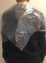 90 STÜCK Einweg Umhang glatt / transparent (= 3 x 30 Stück) 112cm x 80cm (8My) -  Disposable Hairdressing Cape - Wegwerp Kapmantels